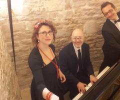 Miss Giulia's Musica e Animazione - Al pianoforte