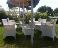 Allestimento tavoli per l'antipasto di matrimonio in giaridno