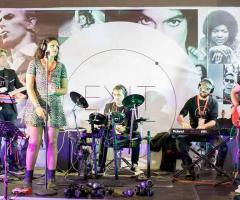 Exit Music - La band al completo