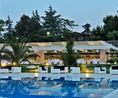 Murgia Garden Ricevimenti - Vista dalla piscina di sera
