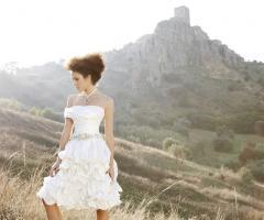 Vestito da sposa corto con cinta in Swarovski