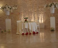 Tavolo degli sposi al ricevimento di nozze