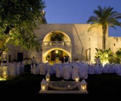 Tavoli in giardino alla Masseria San Felice Barletta Andria Trani