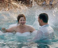 Reportage degli sposi in piscina