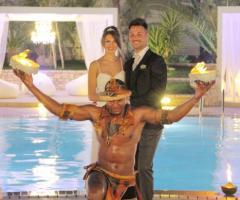 Gli sposi in un momento di intrattenimento durante il ricevimento