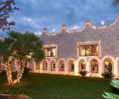 Villa Menelao - Mura della location illuminate