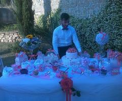 Torre in Pietra - Il tavolo dei dolci con la torta nuziale