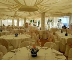 Grotta del Conte - I tavoli per gli invitati delle nozze