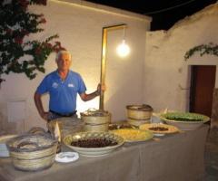 Buffet di lupini e nocelle per gli ospiti al matrimonio