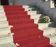 Fiori per la scalinata della chiesa