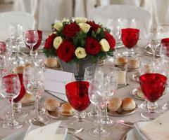 Mise en place rossa per il matrimonio