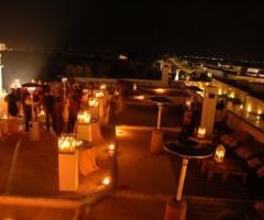 Ricevimento di matrimonio serale sul terrazzo Marocco