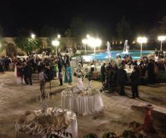 Intrattenimento musicale durante un matrimonio a bordo piscna