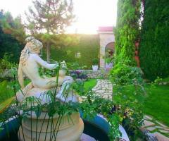 Villa Torrequadra - Statua del giardino