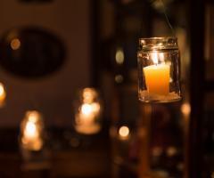 Illuminazione di candele per il ricevimento