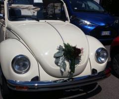 Noleggiami Maggiolini & Co - Maggiolino bianco con fiori in basso