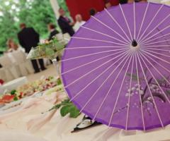 Antipasto di nozze servito in giardino