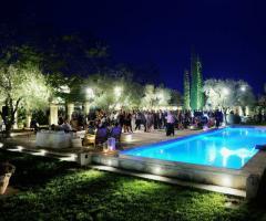 Ricevimenti di nozze serali a bordo piscina