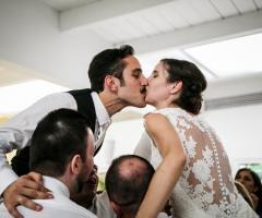 V. e G. Creazioni Visive - Un bacio tra gli amici