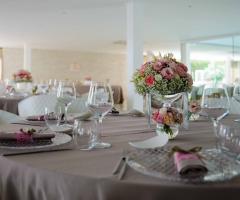 Mama Casa in Campagna - Allestimento del tavolo per il ricevimento