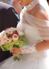 Bouquet per la sposa di rose inglesi e bacche