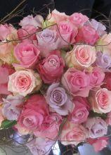 Il bouquet della sposa con rose rosa