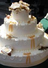 Torta nuziale con fiocchetti gialli