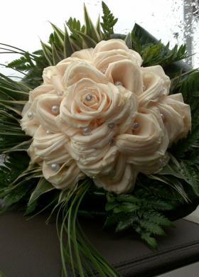 Bouquet gioiello di rose bianche