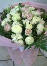 Addobbi floreali bianchi e rosa per il matrimonio