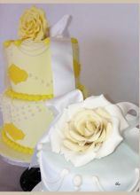 WEddin cake con fiori applicati