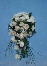 Bouquet a cascata di rose bianche