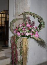 Allestimento floreale di peonie per la location di matrimonio