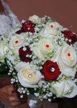 Bouquet particolare di rose con brillantini e perle