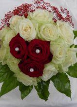 Bouquet con rose bianche e rosse