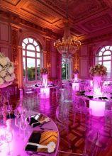 Tavoli luminosi in lilla per il matrimonio