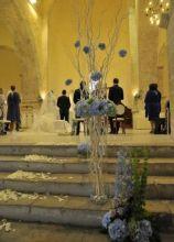 Allestimento floreale in blu per la chiesa
