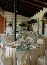Mise en place bianca e azzurra per le nozze