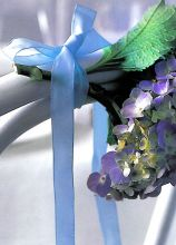 Ortensia viola per decorare le sedie del matrimonio