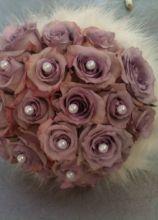 Bouquet sposa di rose con perle