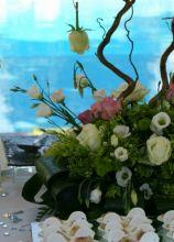Allestimento floreale per il tavolo del buffet