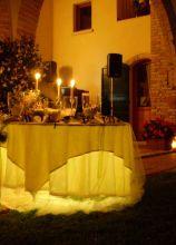 Tavolo illuminato per la confettata di nozze