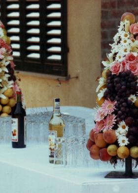 Alberelli di fiori e frutta per i tavoli delle nozze