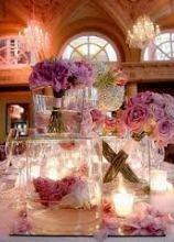 Centrotavola di fiori lilla per il matrimonio