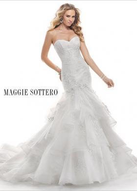 f3634ff63b05 Abito da sposa con scollo a cuore e gonna a balze - Mod. Janice Maggie