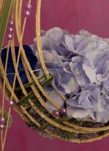 Decorazione con fiori lilla per il matrimonio