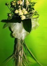 Bouquet a cascata di rose per la sposa