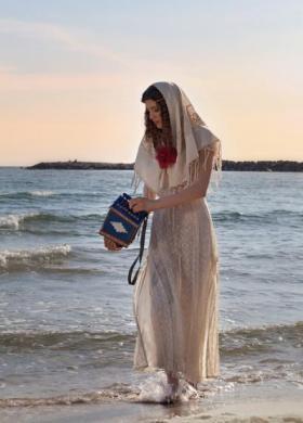 Daniela Gristina - Abito da sposa con sciarpa dal tessuto naturale