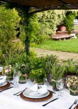 Allestimento country con piante per il tavolo di matrimonio