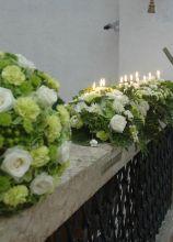 Sfere di fiori per la chiesa