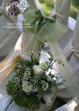 Particolare dei fiori per la cerimonia di nozze in giardino